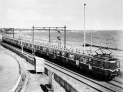 : A blue Harris train near Brighton Beach. Image: Public Record Office Victoria